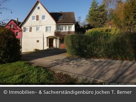Älteres, bewohnbares Einfamilienhaus mit großem Garten und zusätzlichem Bauplatz