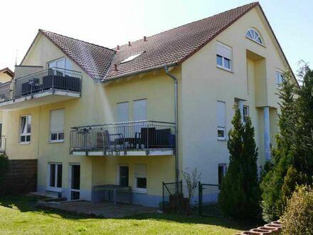 Gepflegte und geräumige 3 Zimmerwohnung mit eigenem Garten und zwei Stellplätzen am Feldrand