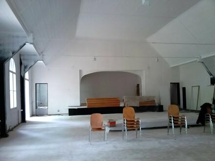 Festsaal mit Bühne