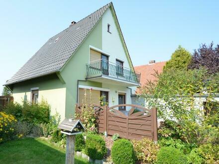 Solides Wohnhaus mit Garage in Nordenham-Atens