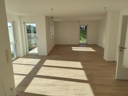 Erstbezug mit 2 Balkonen/Garten: exklusive 3,5-Zimmer-Wohnung in Fridolfing