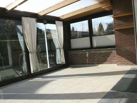 Schöne Doppelhaushälfte mit Wintergarten zu vermieten!!