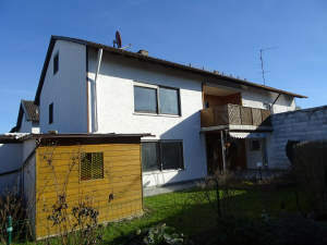 Ein Haus voller Möglichkeiten: Renovierungsbedürftiges Zweifamilienhaus mit ausgebautem Dachgeschoss