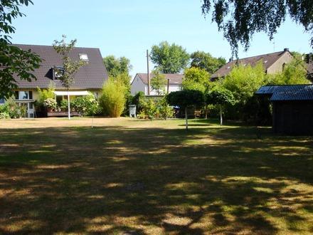 """Zweifamilien """"Haushälfte"""" mit großem Garten und Garage"""
