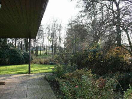 Provisionsfrei! Traumlage direkt am Bürgerfelder Teich! Gr. Wohnhaus mit viel Potenzial!