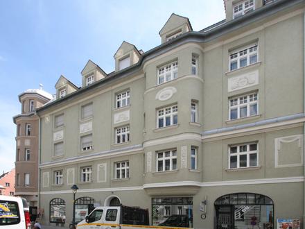 Charmante und helle 2-Zimmer—Altbauwohnung in ruhiger und zentraler Lage von Augsburg