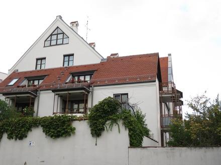 Im Zentrum nahe Maximilianstraße: 2-ZKB mit Duplex-Stellplatz am Afrawald