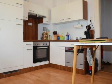 Charmante Wohnung mit Einbauküche!