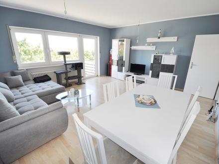 Neuwertige 3-Zimmerwohnung mit Gäste-WC, Einbauküche, Balkon und Kfz-Stellplatz