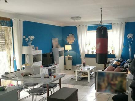 Gepflegte 2-Zimmer-Wohnung mit Balkon und Einbauküche in Großkrotzenburg