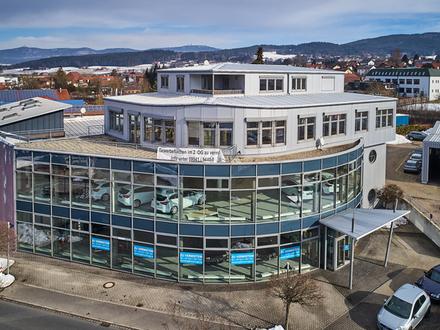 Geschäftshaus mit vermieteter Praxis und großen Ausstellungsflächen in bester Lage von Bad Kötzting