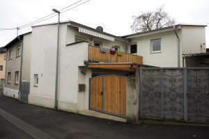 Oestrich-Winkel: Entzückendes Haus mit kleinem Hof und Balkon