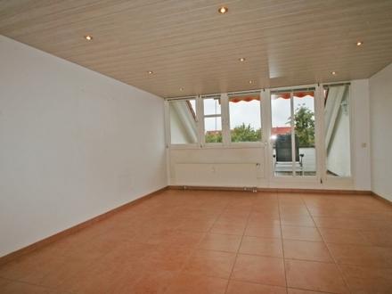Wohlfühlatmosphäre pur! Gemütliche und ruhige 2-Zi-Wohnung mit Loggia-Balkon im 2.OG/DG