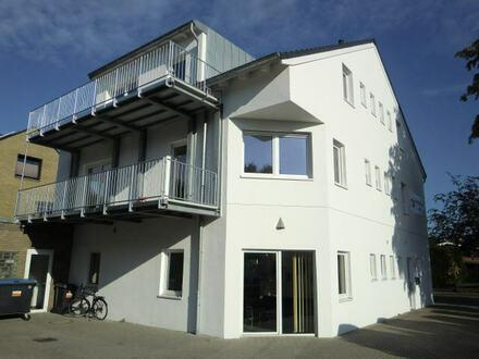 schicke, helle, neuwertige 3 ZKB/Balkon, DG mit top Ausstattung.