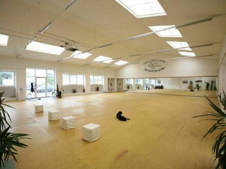 Klagenfurt - Welzenegg: KOMBI-ANGEBOT Baugrund sowie Sport-/Lagerhalle, Vereinsräume
