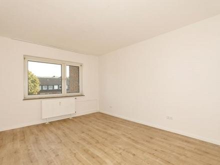 TT bietet an: Renovierte 3-Zimmer-Mietwohnung in Heppens!