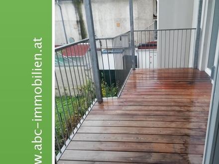 unbefristete Altbaumiete mit großem Balkon,bezugsfertig