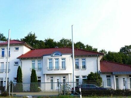Büro- und Schulungsgebäude mit Betriebsleiterwohnung
