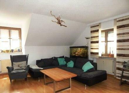 Schnucklige 3 Zimmer DG-Wohnung, mit Balkon & Stellplatz, in idylischer Lage in Passau-Heining zu vermieten!