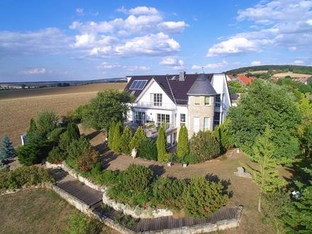Wunderschöne Villa mit 2 bis 3 Wohneinheiten in exponierter Hang- und Feldrandlage