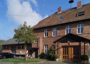 Nicht alltäglich - Denkmalgeschützte Bahnhofshälfte -Doppelhaushälfte- in WI-Igstadt Wohnen mit Gewerbe