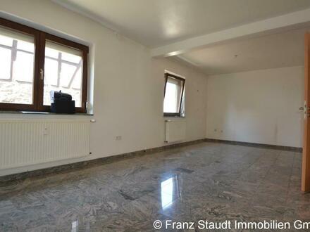 Älteres Gebäudeensemble mit 2 Fam.-Haus & Einfamilienhaus, Anbau und Nebengebäude