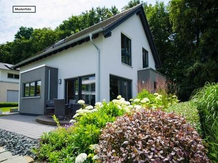 Zwangsversteigerung Zweifamilienhaus in 70469 Stuttgart, Stuttgarter Str.