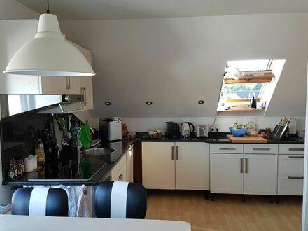 helle DG-Wohnung 3 Zimmer, Küche möbel., Tageslichtbad, Abstellkammer