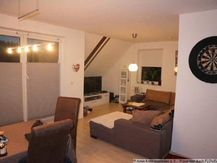 Maisonette-Dachgeschosswohnung zur Miete mit Carport & EBK in Ofenerdiek/ OL