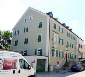 Große 2 Zimmer Top sanierte Wohnung in historischem Altbau