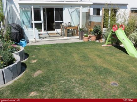 Neuwertiges, modernes Familienheim mit Garten
