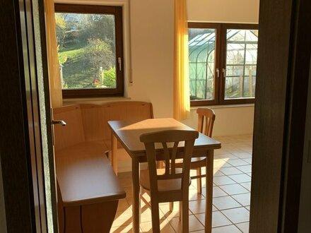 Schöne möblierte 50m2 Wohnung mit Blick ins Grüne – ideal für Pendler.