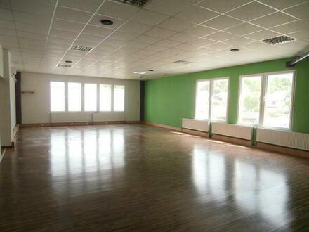 Mistelbach: Mehrzweckhalle, Fitnessstudio, Gemeinschaftsräume,
