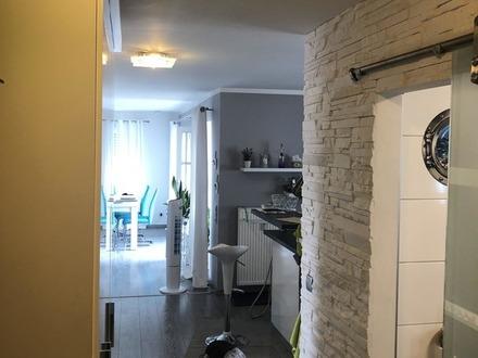 *** Zu Weihnachten im Neuen Zuhause - Top Renovierte 2 Zimmer-Wohnung mit großem Balkon ***