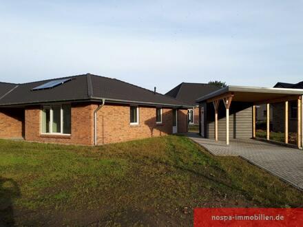 Quasi bezugsfertig: Neubau-Doppelhaushälfte inklusive Carport und Glasfaseranschluss!
