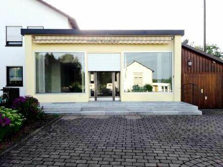 Gepflegte Ladeneinheit mit großer Terrasse zu vermieten