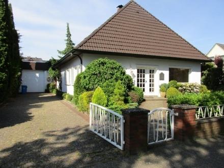 5508 - Geräumiges und stadtnahes Einfamilienhaus mit großer Garagenhalle!