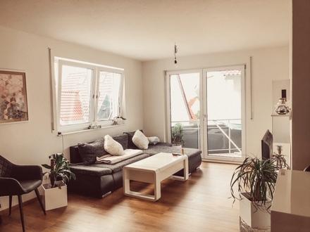 Helle, neuwertige 2,5-Zimmer-Wohnung mit Balkon und Einbauküche in Erlenbach