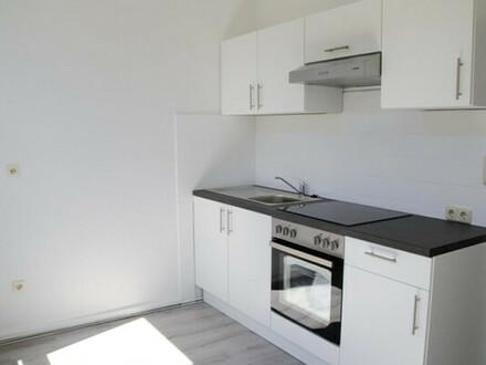 Voll ausgestattet und frisch saniert: 2-Zimmerwohnung in toller Lage, 2. OG links, Deb.-Nr. 71218