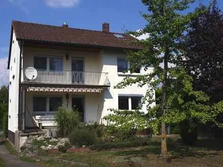 Gepflegtes Einfamilienhaus mit Balkon, Terrasse und kleinem Garten in Weidach