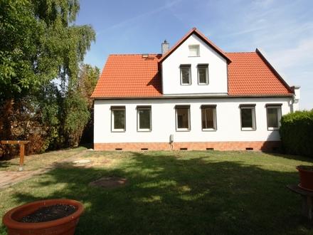 Mehrgenerationenhaus in 06347 Freist... Idylle, Garten und eigene Hoffläche mit Nebengelass und Garage!