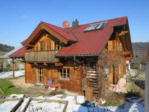 Freundliches Holz-Blockwohnhaus in ruhiger Randlage im Erbbaurecht