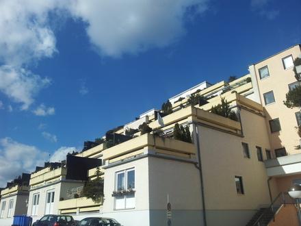 Südwestlage mit herrlichem Innblick! 2-Zimmer-Maisonette-Wohnung mit Wannenbad und Südbalkon