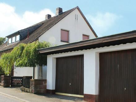 Ansicht mit Garagen