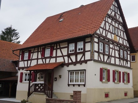 ***Liebevoll saniertes Wohnhaus mit großer Scheune, Garagen und Wiesenfläche***