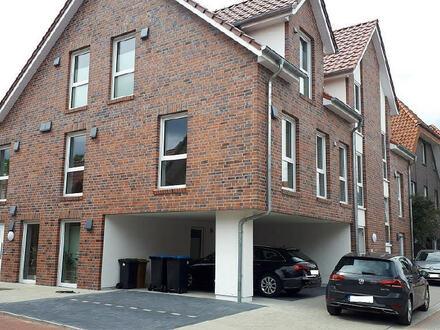 Schöne Neubau-Wohnung im Erdgeschoss mit Wintergarten und kleinem Garten