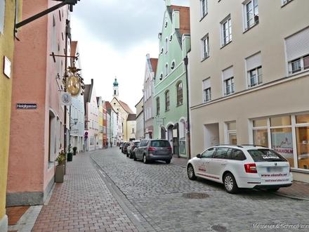*Inmitten der Altstadt* Ihr Gewerbe auf ca. 78 m² große Schaufensterflächen und 2 TG-Stellplätze
