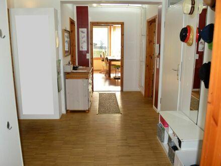 Schicke Wohnung mit großem Sonnenbalkon und Fernblick **RESERVIERT**