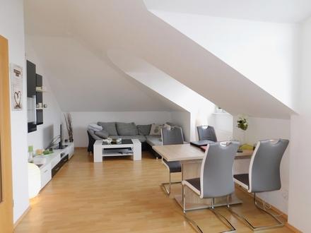 Wiefelstede/Metjendorf: Charmante Dachgeschosswohnung mit zwei Balkonen, Obj. 4911