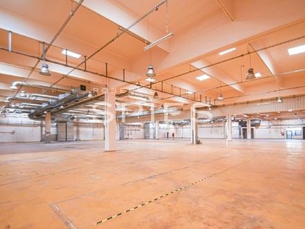 Moderne, lebensmittelgeeignete Produktionshalle mit Büro
